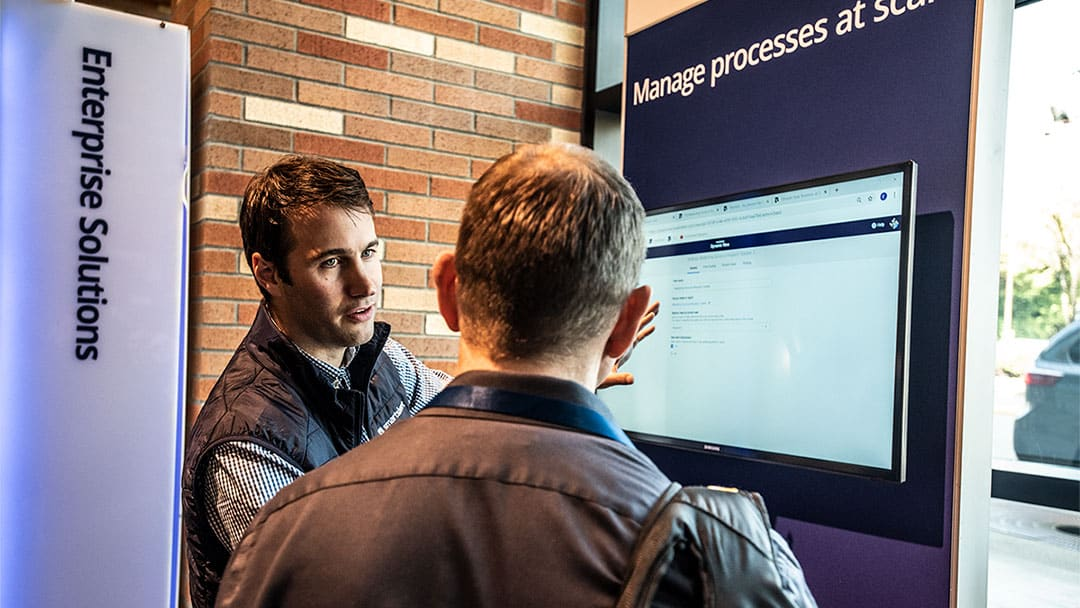 worker showing smartsheet in action at ENGAGE'18